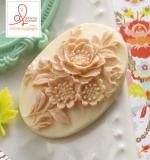 Пластиковая камея Кремовый цветок